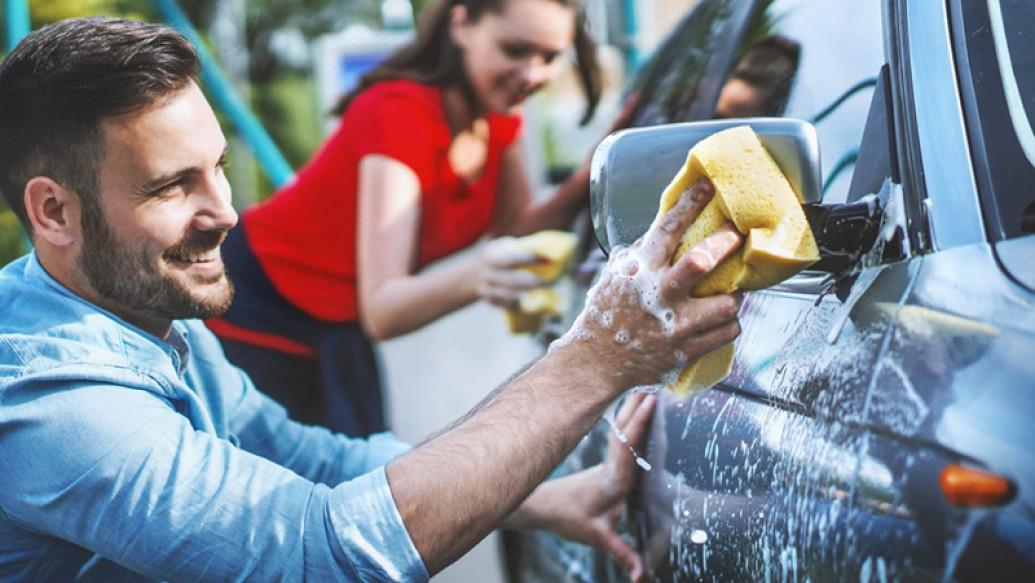 Tips Mencuci Mobil Sendiri Di Rumah