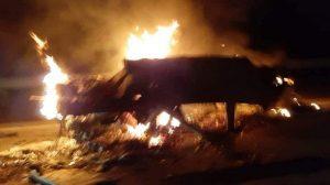 sedan mercedes benz terbakar setelah kecelakaan di km 485 ruas tol solo semarang boyolali